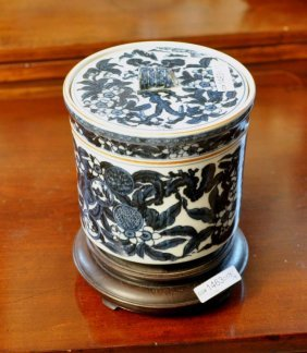 Chinese Porcelain Lidded Urn/Stand