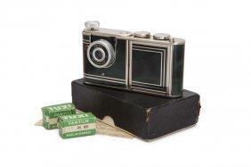 "1950s Petitax-camera/ Compact ""petie,"""