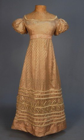 YOUNG LADY'S FIGURED SILK SATIN GOWN, 1820's. Pale