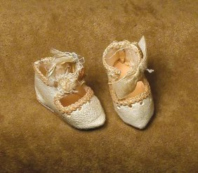 """PAIR ANTIQUE TINY SIZE """"0"""" DOLL SHOES. 1 �"""" Leng"""