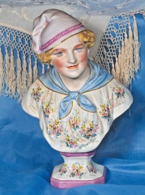 EXQUISITE CONTINENTAL BISQUE BUST DEPICTING EIGHT