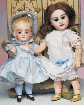 TINY SIMON & HALBIG 939 DOLL.  Marks: S 9 H, 939. 8