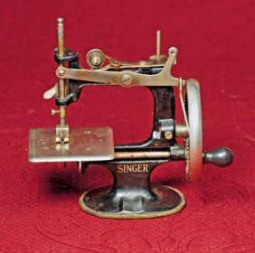 TOY SEWING MACHINE BY SINGER.  Marks: Singer (front