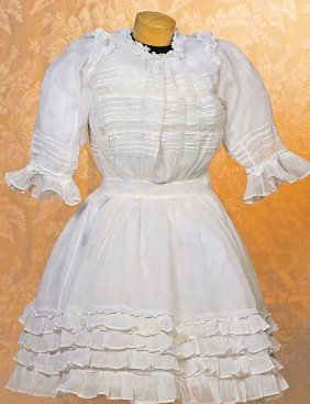 FINE VICTORIAN-ERA WHITE BATISTE DRESS TO FIT LARG