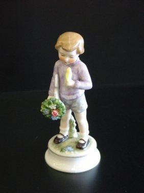 Goebel Lore 224 Bearer Of Gifts, Figurine # 8/495