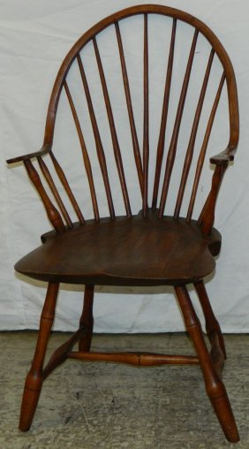 Continuous Arm American Windsor Chair.