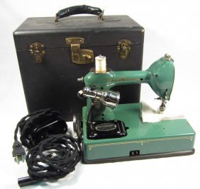 VINTAGE GENERAL ELECTRIC PORTABLE SEWING MACHINE IN
