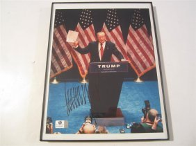 Donald Trump Auto Photo