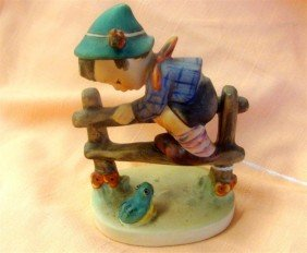 Hummel Figurine: Retreat To Safety #201/2/0 T