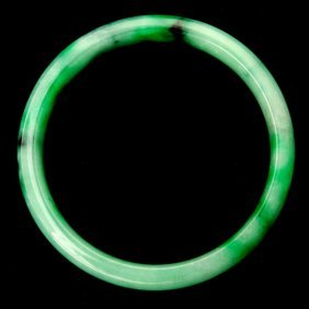 JADEITE BANGLE BRACELET.