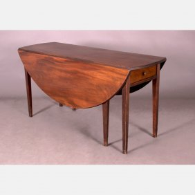 An American Federal Mahogany Drop Leaf Dining Table,