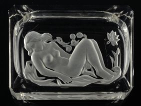 AN ART GLASS ASHTRAY
