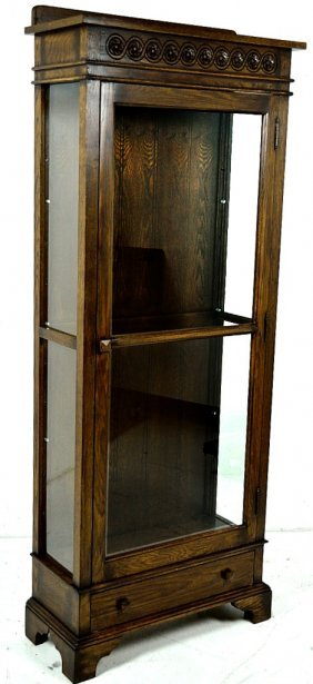 A SMALL SINGLE DOOR OAK DISPLAY CABINET