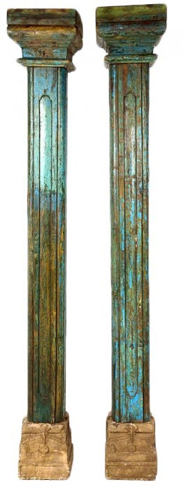 A PAIR OF ANTIQUE SQUARE COLUMNS WITH BASE AND CAPI