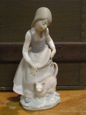 "Lladro Matte Finish Figurine ""Girl With Cat"""