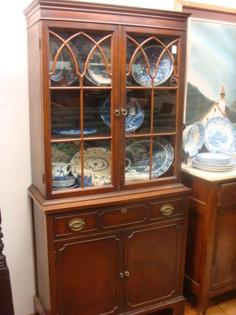 15 1930s Mahogany Duncan Phyfe Small China Cabinet Lot 15 : 71920381l from liveauctioneers.com size 480 x 640 jpeg 62kB