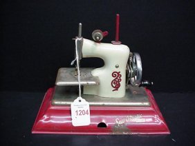 1204 Little Betty Sew O Matic Sewing Machine Lot 1204