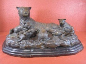 A11-28  CLASSIC BRONZE COUGAR WITH 4 CUBS