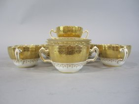 H25-1  SET OF 8 ENGLAND CUPS & SAUCERS
