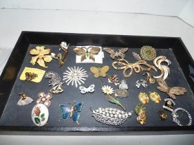 Costume Jewelry Tray Lot Of Brooches