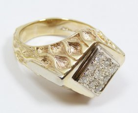 GENTS 10K YELLOW GOLD AND DIAMOND RING