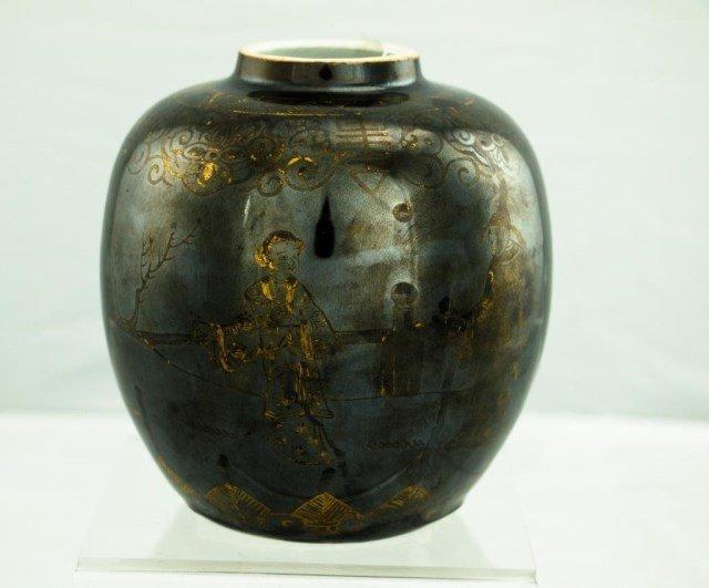 chinese famille noir melon shape vase lot 291. Black Bedroom Furniture Sets. Home Design Ideas