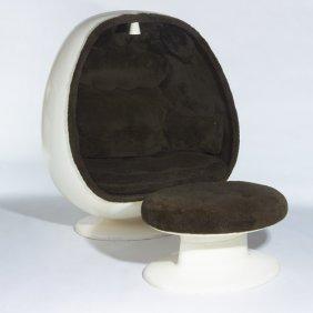 1042 1970s white fiberglass egg chair and ottoman the lot 1042 - Fiberglass egg chair ...