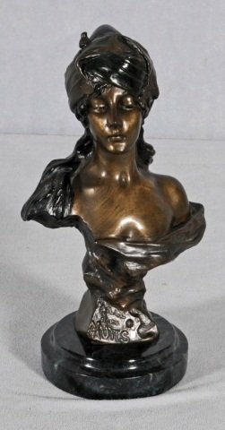SMALL BRONZE VICTORIAN STYLE BUST.  RESTING ON  A RO