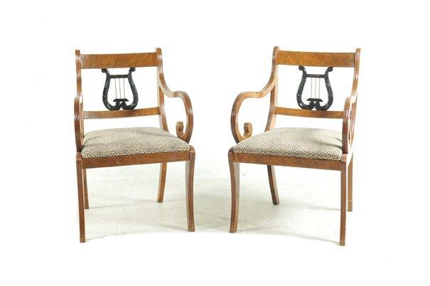 Par de sillones estilo shearaton de madera tallada for Sillones de madera