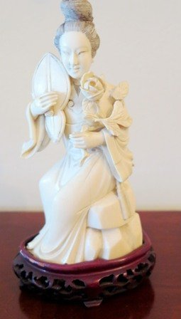 CARVED IVORY QUAN YIN FIGURE:
