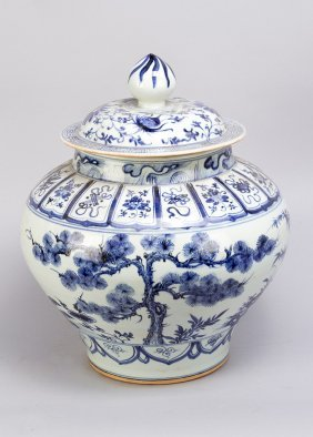 Large Chinese Porcelain Pot With Lid, Round Baluster