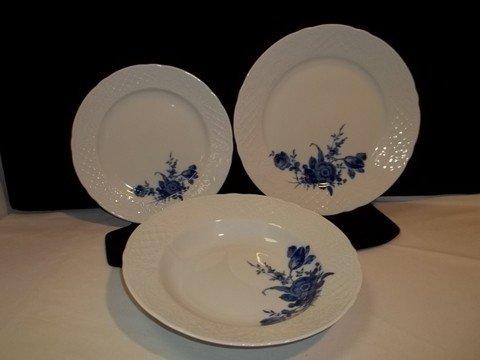 224 bavaria schumann arzberg echt cobalt plates set of lot 224. Black Bedroom Furniture Sets. Home Design Ideas