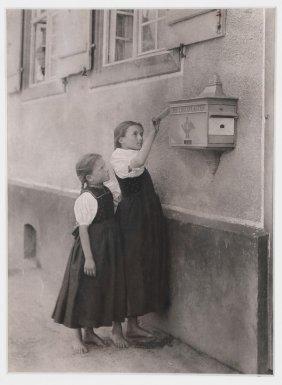 """Alfred Stieglitz: """"the Letter Box"""""""