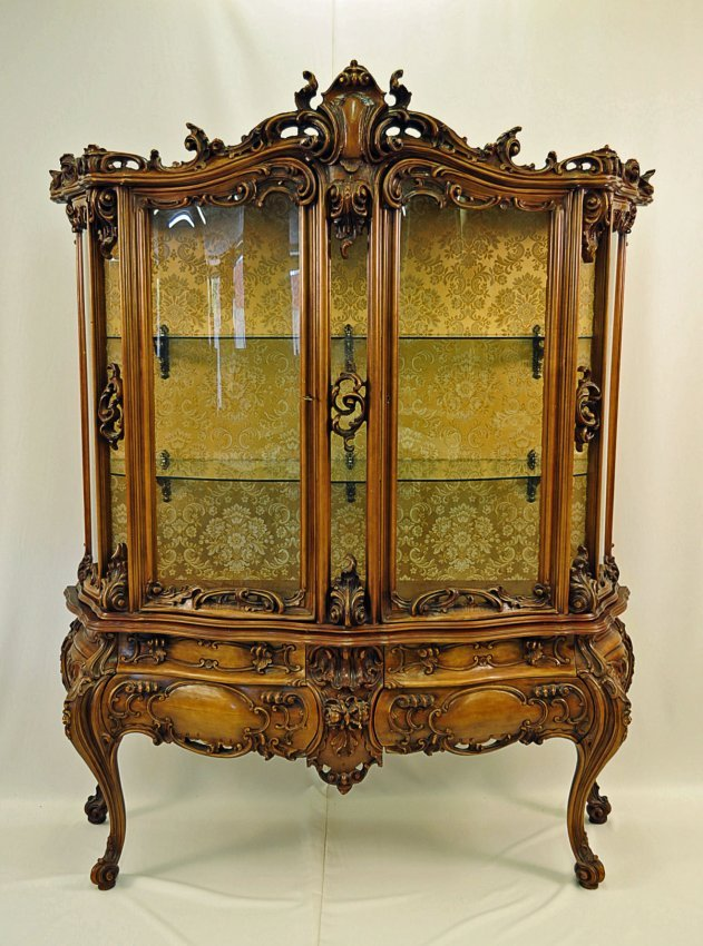 French Rococo Style Vitrine With Curved Glass Lot 103