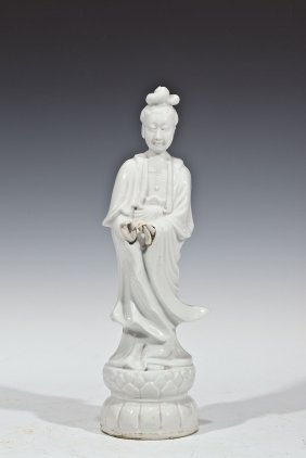 CHINESE ANTIQUE WHITE PORCELAIN GUANYIN