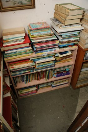 Large Grouping Of Childerns Books Incl Dr. Seuse.