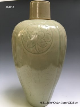Chinese Celadon Glaze Porcelain Vase