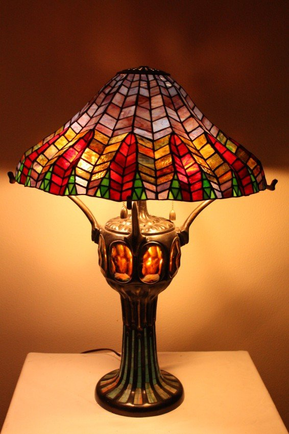 40k herringbone pattern stained glass lamp lot 40k. Black Bedroom Furniture Sets. Home Design Ideas