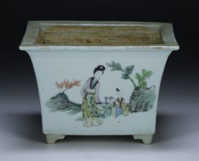 A Chinese Famille Rose Porcelain Planter