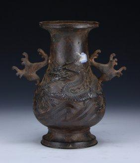A Fine Chinese Antiue Bronze Vase