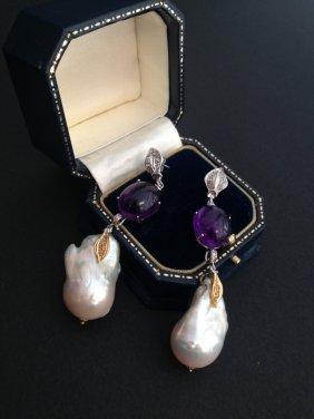 Paire De Boucles D'oreille Ornées D' Importantes Perles