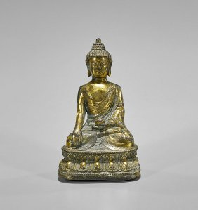 Antique Sino-tibetan Gilt Bronze Buddha Akshobhya