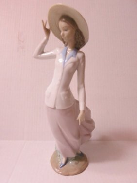 LLADRO, GIRL WITH HAT, BREEZY AFTERNOON, 5682