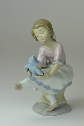 Genuine Lladro Porcelain Figure Of A Little Girl &