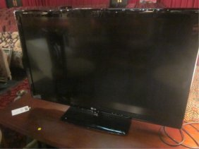 "47"" FLAT SCREEN LCD HD TV MODEL NUMBER 47LK520, BY"