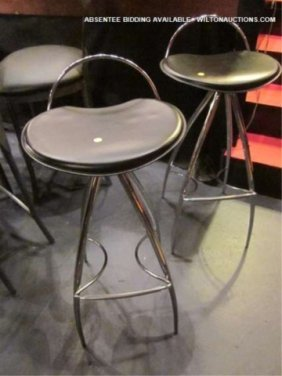 PAIR OF BLACK LEATHER AND CHROME BARSTOOLS, EXCELLE