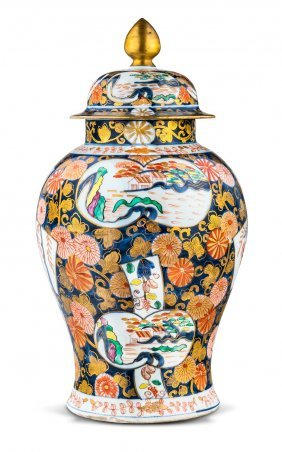 A Large And Fine Imari And Gilt Porcelain Covered Jar
