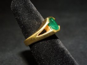 18kyg Emerald Ring