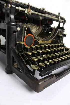 Vintage 1920's  Underwood Typewriter