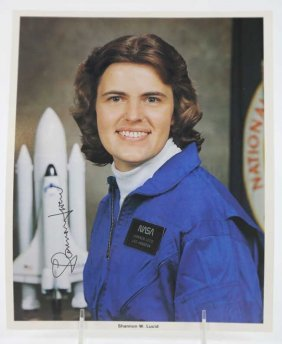 "Nasa ""shannon W. Lucid"" Signed Photograph"